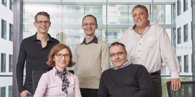 Das Gewinner-Team: (hinten) Mario Schmitt, Cornelius Moucha, Bernd Klein, (vorne) Anne Gebert, Rolf van Lengen;