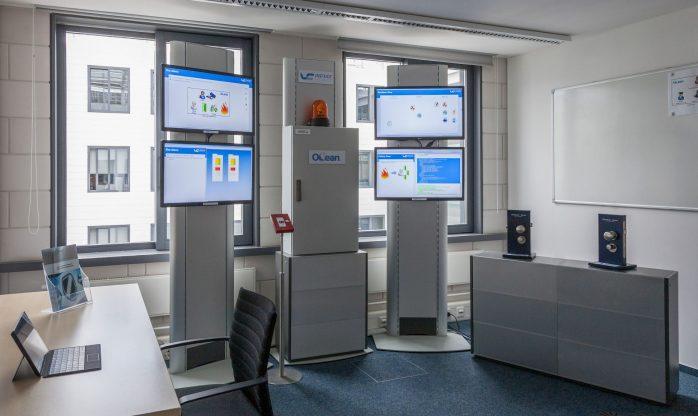 """Fraunhofer IESE - Datennutzungskontrolle-Demonstrator-Raum """"IND²UCE"""" (2014)"""