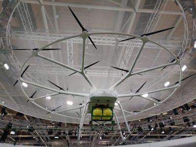 Drohne von Volocopter mit Spritze von John Deere als Anbaugerät