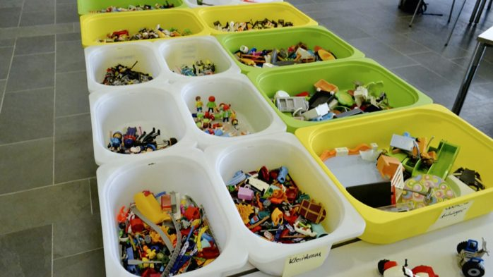 Digitale Ökosysteme - Kistenweise Playmobil®-Figuren